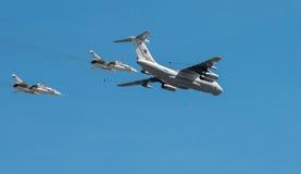 Das Flugzeug säubert Parade eines Sieges in Moskau Lizenzfreies Stockfoto