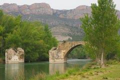 Das Fluss segre unter der römischen Brücke, Lleida stockbild