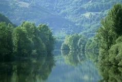 Das Flusslot Midi Pyrenees Frankreich stockfotos