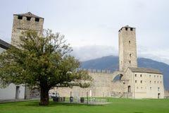 Das Fort von Castelgrande in Bellinzona auf den Schweizer Alpen Stockbilder