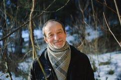 Das Frühlingsporträt des älteren Mannes mit einem grauen Bart lizenzfreie stockbilder