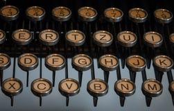 Das Fragment einer alten und Weinleseschreibmaschine Stockfotografie