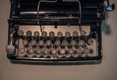 Das Fragment einer alten und Weinleseschreibmaschine Stockbild