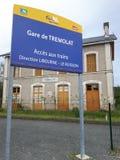 Das frecnch Zeichen der Bahnstation in Tremolat Stockbilder