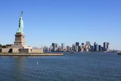 Das Freiheitsstatue und New York Lizenzfreies Stockfoto