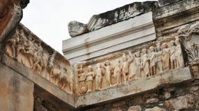 Das Fries auf Hadrian Temple bei Ephesus Stockfoto