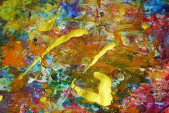 Das funkelnde helle Gold spritzt, bunte klare wächserne Farben, kreativer Hintergrund der Kontraste Stockfotografie