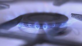 Das Gas wird angezündet stock video