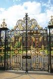 Das Gatter am Kensington Palast Lizenzfreie Stockfotografie