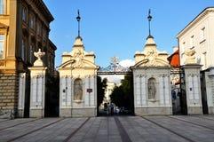 Das Gatter zum Warschau-Universitätsgelände lizenzfreie stockfotografie
