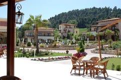 Das Gebiet mit Terrasse im griechischen Hotel Lizenzfreies Stockfoto