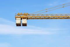 Das Gegengewicht des Turmkrans bei der Arbeit lizenzfreies stockbild