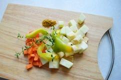 Das gehackte Gemüse für Eintopfgericht Stockfotografie