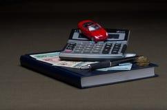Das Geld mit Taschenrechner und Maschine lizenzfreies stockbild