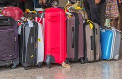 Das Gepäck, das aus großen Koffer-Rucksäcken bestehen und die Reise bauschen sich Lizenzfreie Stockbilder