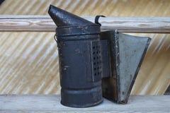 Das Gerät für einen Rauch für ein Bienenhaus Stockbilder