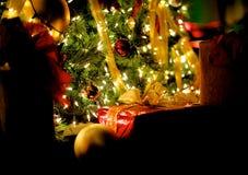 Das Geschenk auf Weihnachten Stockfotos