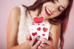 Das Geschenk des Valentinsgrußes Stockbild