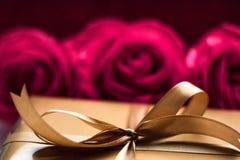 Das Geschenk vom Herzen lizenzfreies stockbild