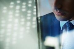 Das Gesicht und die Wand des Mannes Lizenzfreie Stockfotografie