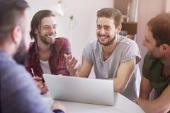 Das Gespräch der Männer Stockfotografie