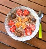 Das gesunde Frühstück, frisch gekocht ist die Smoothie-Schüssel Lizenzfreies Stockbild