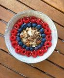 Das gesunde Frühstück, frisch gekocht ist die Smoothie-Schüssel Stockfotos