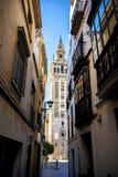 Das Giralda, Glockenturm der Kathedrale von Sevilla und wirklicher Alcazar in Sevilla, Andalusien, Spanien Lizenzfreie Stockbilder