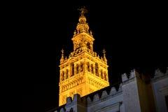 Das Giralda, Glockenturm der Kathedrale von Sevilla und wirklicher Alcazar in Sevilla, Andalusien, Spanien Stockbild