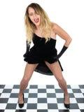 Das glückliche junge Frauen-Tanzen-Gesang-Anheben kleiden oben an Stockfotografie