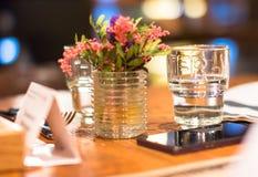 Das Glas des Wassers für die Geschäftsperson Lizenzfreie Stockfotos