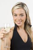 Das Glas und das blonde stockfoto