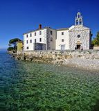 Das Glavotok-Kloster auf Rand der adriatischen Küstenlinie Stockbild