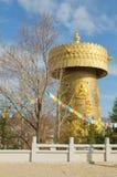 Das größte tibetanische Gebet drehen innen die Welt Lizenzfreie Stockbilder