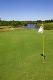 Das Grün eines Golfplatzes Lizenzfreie Stockfotografie
