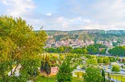 Das Grün von Rike Park in Tiflis Lizenzfreie Stockfotos
