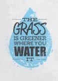 Das Gras ist grüner, wo Sie es Motivations-Zitat wässern Kreatives Vektor-Typografie-Plakat-Konzept stock abbildung