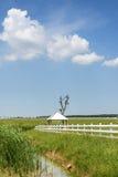 Das Grasland und der Pavillon Lizenzfreie Stockfotografie