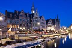 Das Graslei nachts gent belgien lizenzfreie stockfotos
