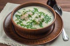 Das griechische Suppe avgolemono Abschluss oben lizenzfreie stockfotos