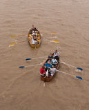 Das große Fluss-Rennen, Boote auf der Themse. stockbilder
