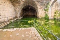 Das große Zisternenwasserreservoir in Nimrod Fortress stockbild