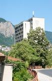 Das höchste Gebäude in der Stadt von Smolyan in Bulgarien Stockbilder