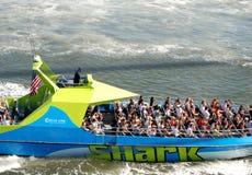 Das Haifisch-Schnellboot stockbilder
