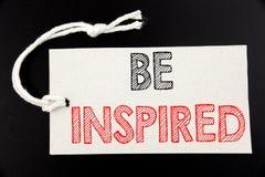 Das handgeschriebene Texttiteldarstellen wird angespornt Geschäftskonzeptschreiben für Inspiration und die Motivation, die auf Pr stockbilder
