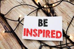 Das handgeschriebene Texttiteldarstellen wird angespornt Geschäftskonzeptschreiben für Inspiration und Motivation geschrieben auf lizenzfreies stockbild