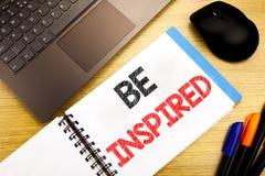 Das handgeschriebene Texttiteldarstellen wird angespornt Geschäftskonzeptschreiben für Inspiration und Motivation geschrieben auf stockfotos