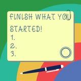 Das Handschriftstextschreiben beenden, was Sie begonnen Konzeptbedeutung stoppen nicht bis, Ihre Ziele Ausdauer zu vollenden stock abbildung