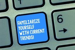 Das Handschriftstextschreiben machen sich mit aktuellen Trends vertraut Konzeptbedeutung ist aktuelle späteste Technologien stockbild