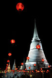 Das Haupt-Chedi mit roter Lampe lizenzfreies stockbild